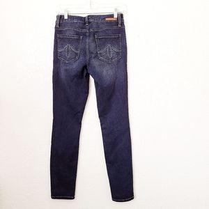 Level 99 Mid Rise Liza 26 Skinny Jegging Jeans